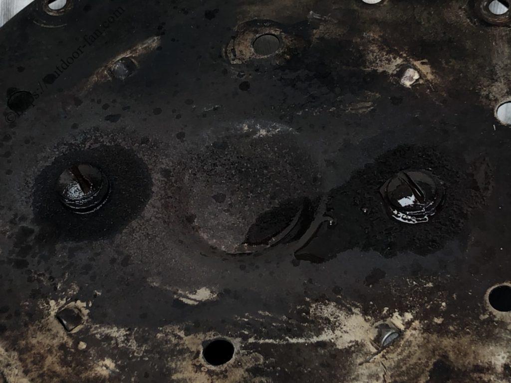 ラスペネ等の浸透潤滑剤を吹きつける